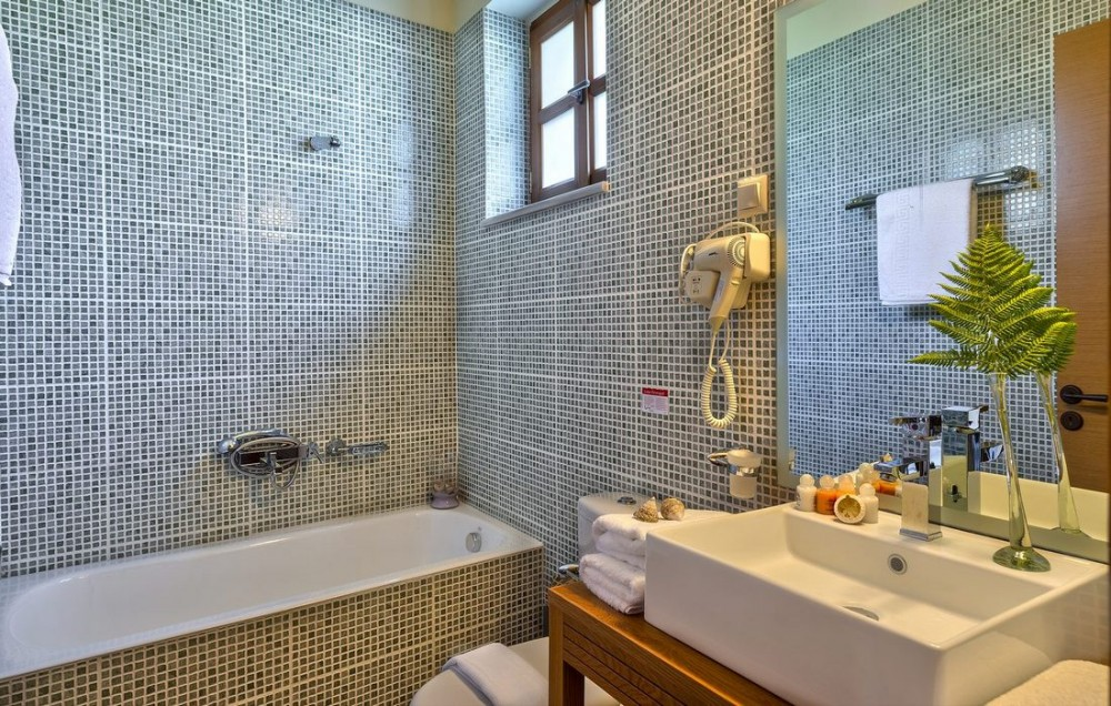 S_AMARANTOS BATHROOM 1W_
